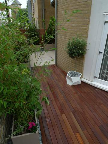 A new garden islington london garden design for Smooth hardwood decking boards