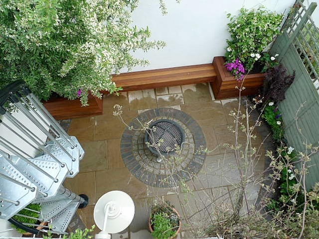 circles-of-sandstone-paving-london.JPG