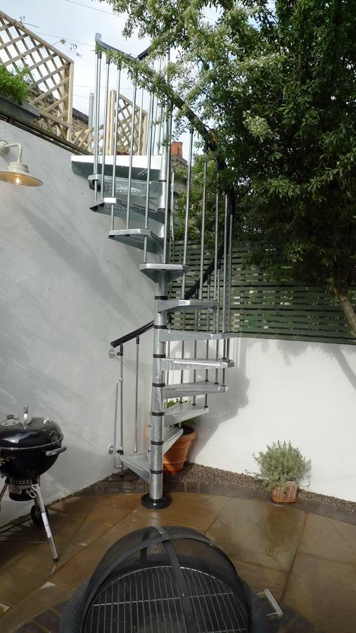 exterior-spiral-staircase-london.JPG
