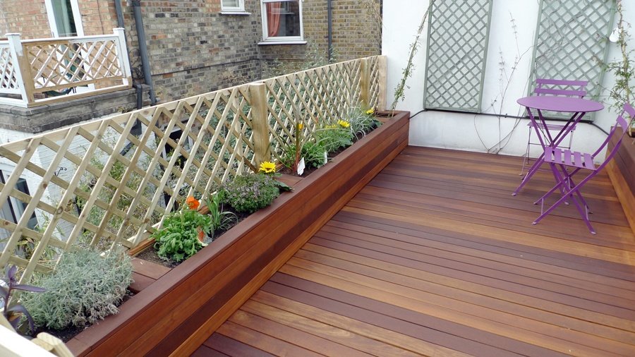 hardwood-decking-roof-terrace-with-summer-flowers.JPG