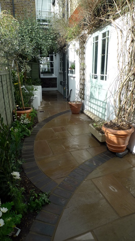 interconnecting-sandstone-paving.JPG