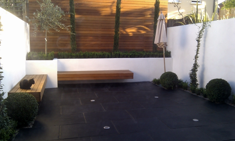 minimalist-courtyard-garden-london.jpg