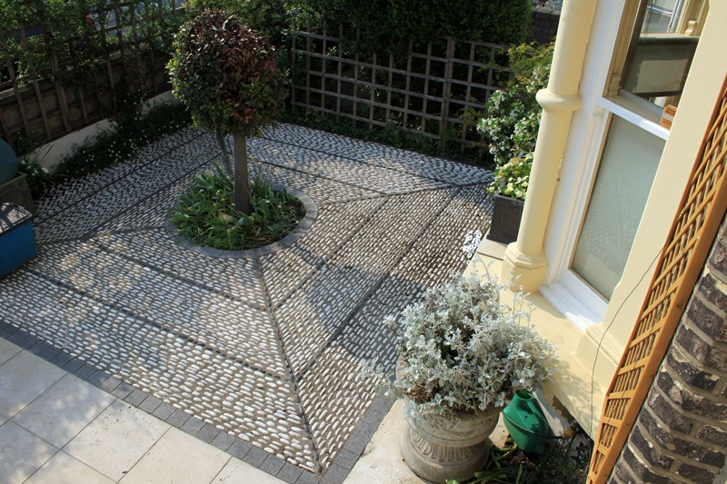 Yorkstone paving london garden blog for Paved front garden designs