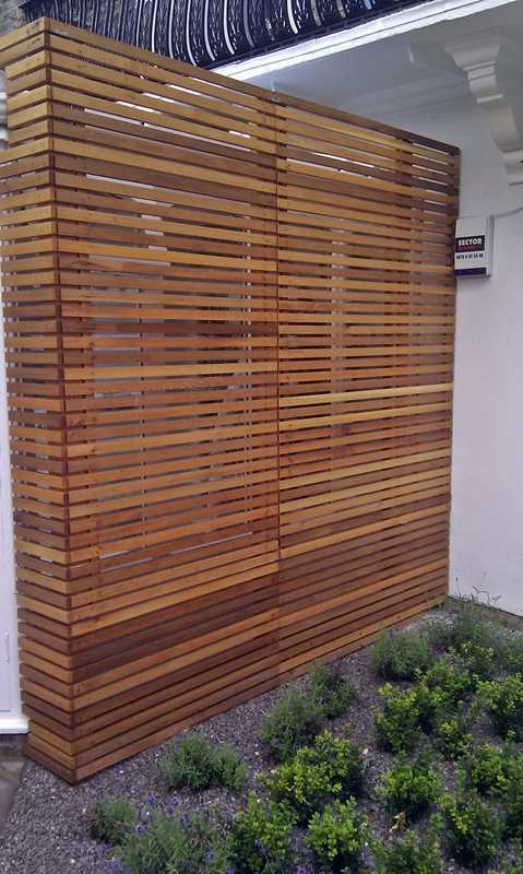 Modern london garden design london garden blog for Horizontal garden screening