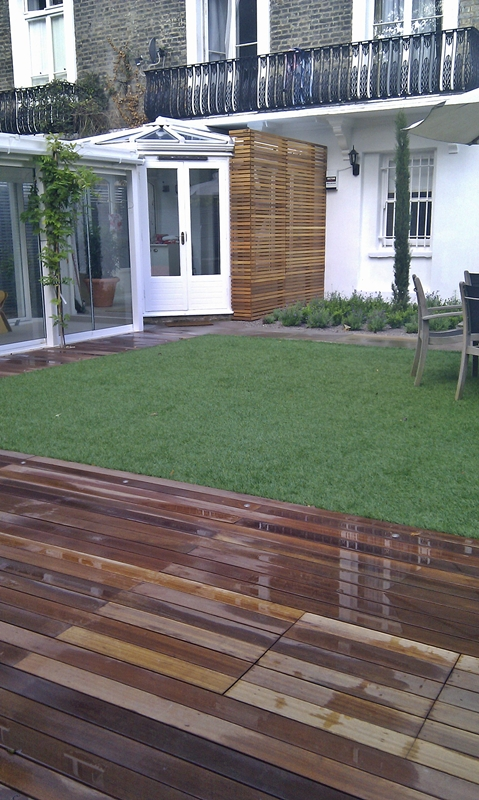 grand-courtyard-belsize-park-pergola-screens-lawn-hard-wood-deck-cedar-wood-screen.jpg