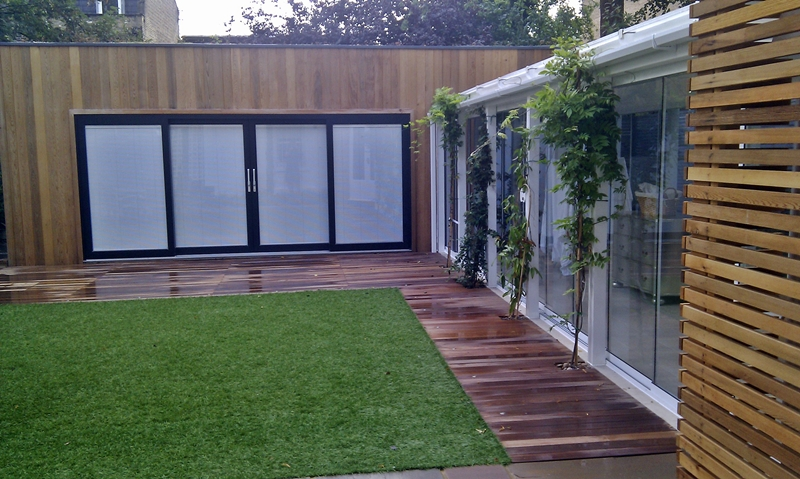 hardwood-decking-cedar-wood-screen-privacy-garden-room-studio-fake-grass-london.jpg
