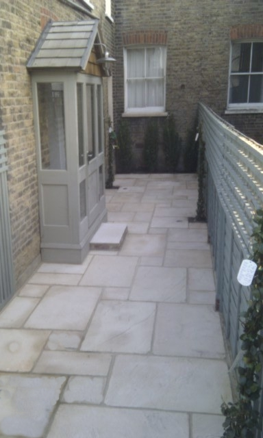Small london courtyard garden london garden blog for Paved garden designs ideas