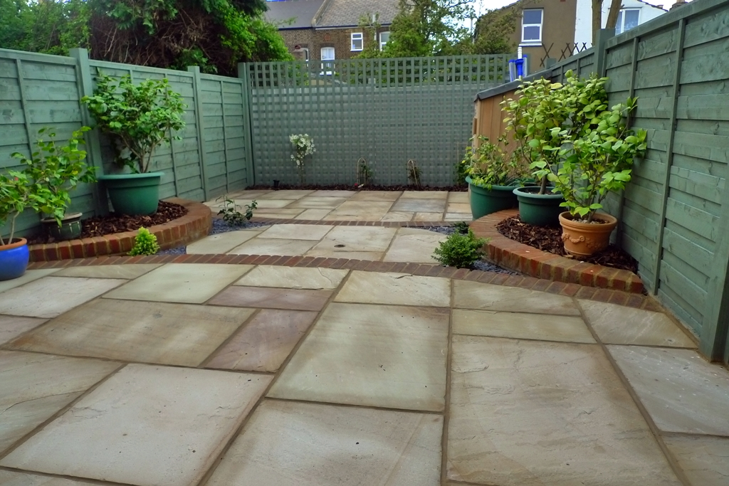 London small garden design london garden blog for Paved front garden designs