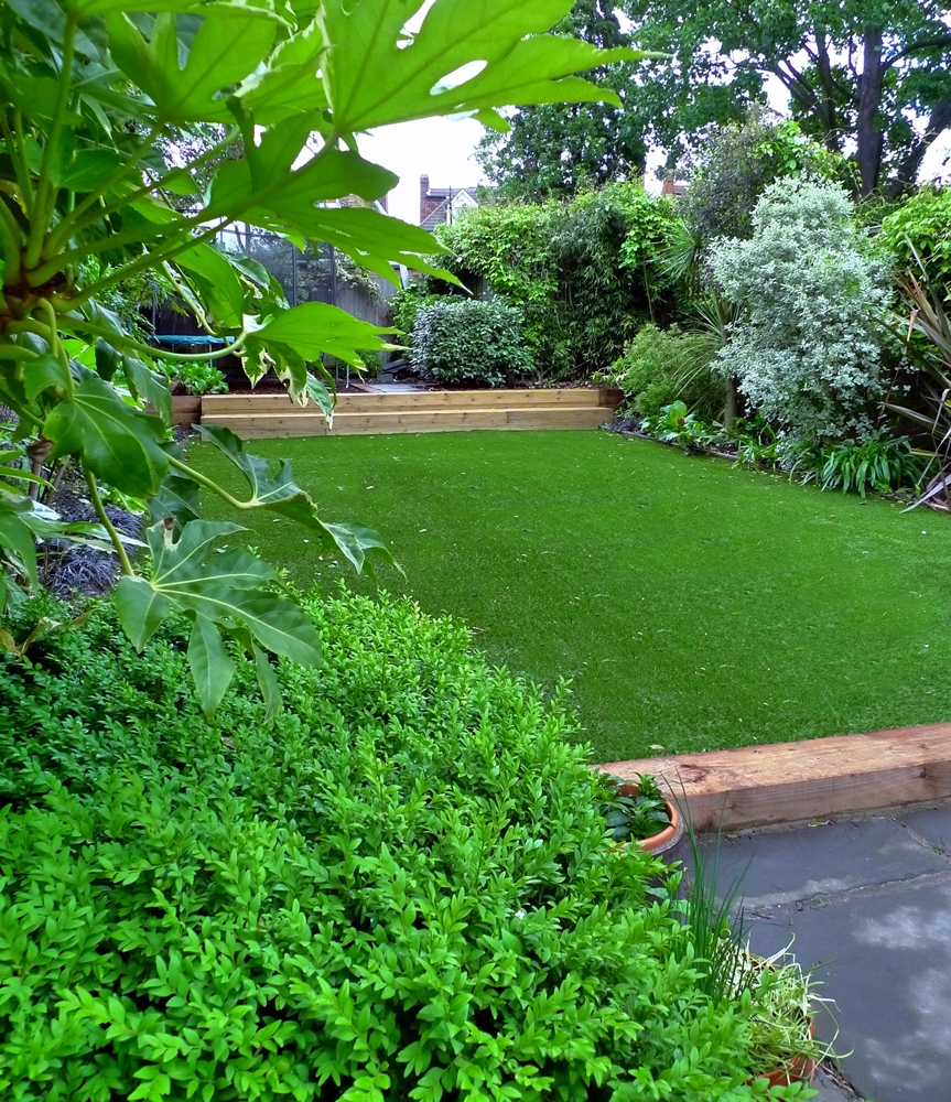 fake-grass-london-installer.JPG