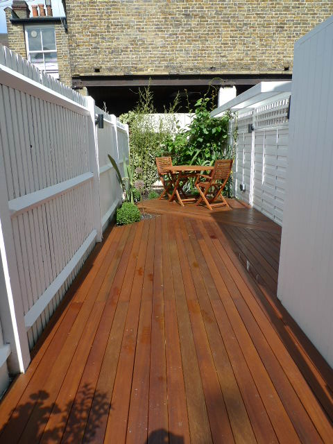 Small london garden design london garden blog for Garden decking designs uk