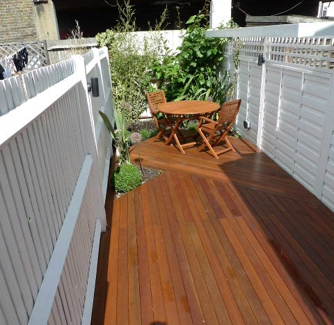 Small london garden design london garden blog for Garden decking fencing