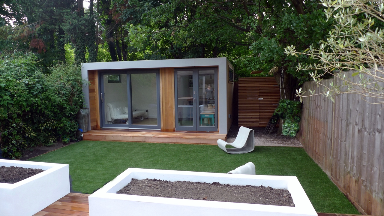 Modern urban london garden design london garden blog for Garden designs with summer house
