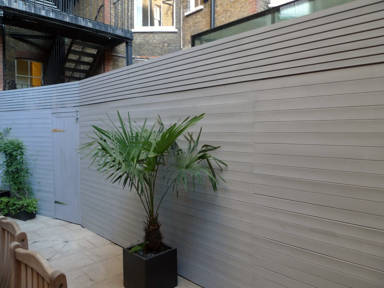 Bespoke modern fence screen trellis fulham london JPGBespoke fence and privacy screen in grey   London Garden Blog. Garden Fence Paint Uk. Home Design Ideas