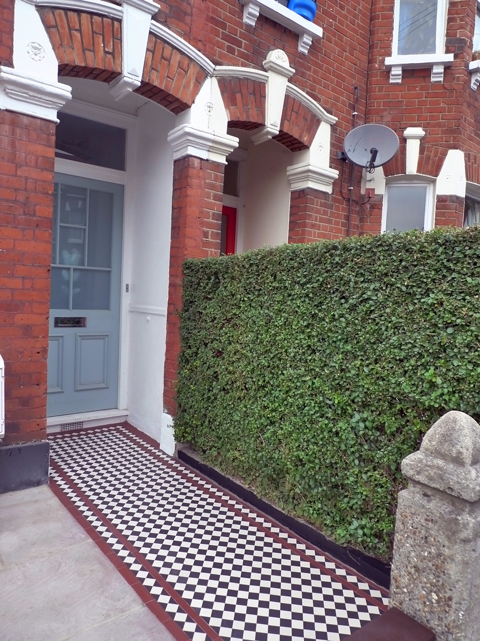 black-and-white-victorian-mosaic-tile-path-with-red-border-london.JPG