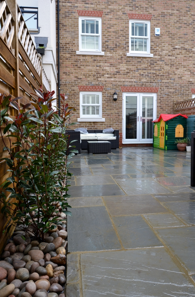 sandstone-paving-pation-installed-in-london-low-maintenance-courtyard-garden.JPG