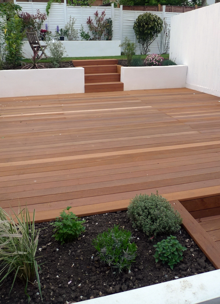 Balau hardwood decking london garden blog for Modern garden decking designs