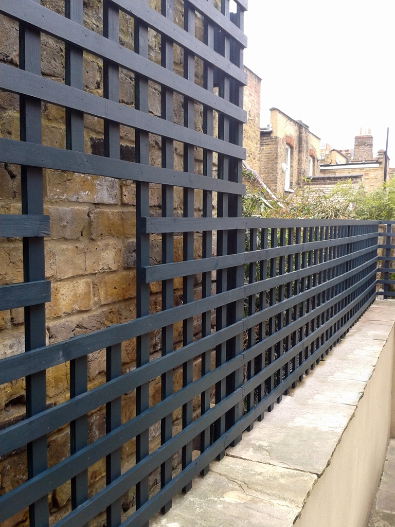 Bespoke garden trellis screen for wall top london london for Wall trellis ideas