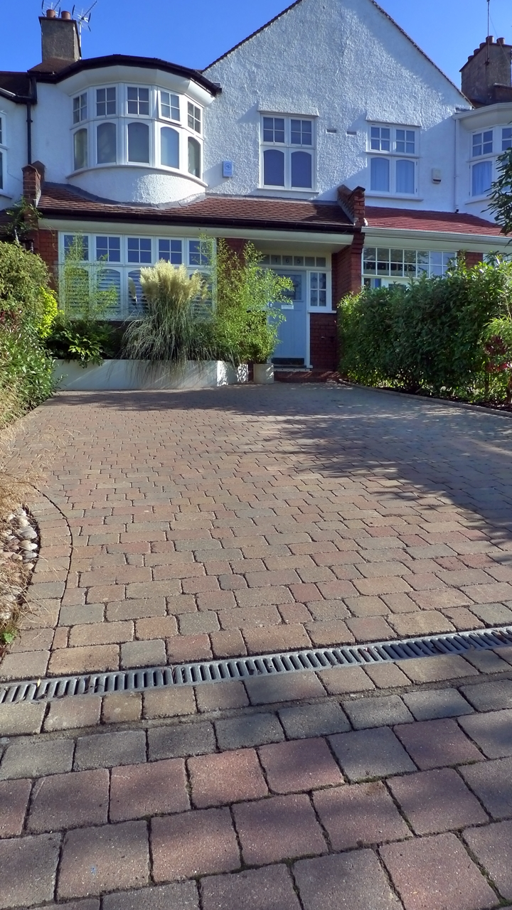 Block paving front garden driveway london london garden blog for Paved front garden designs