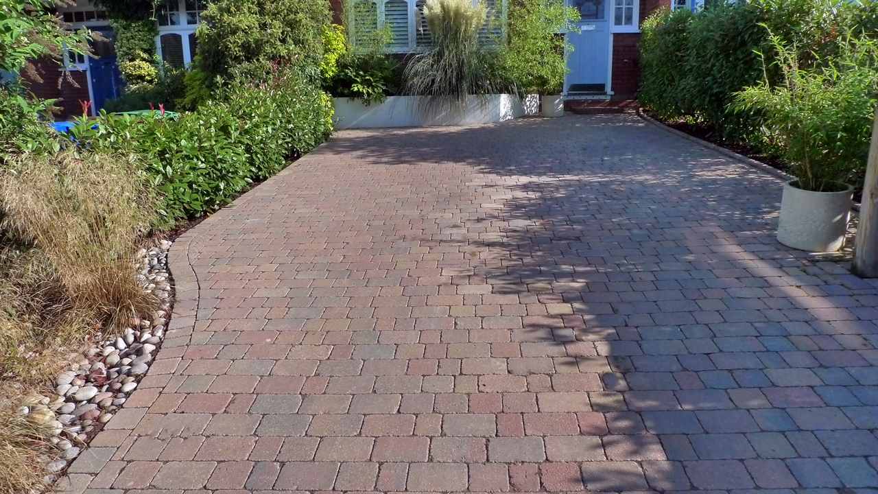 Front garden driveway ideas front garden ideas with for Garden driveways designs