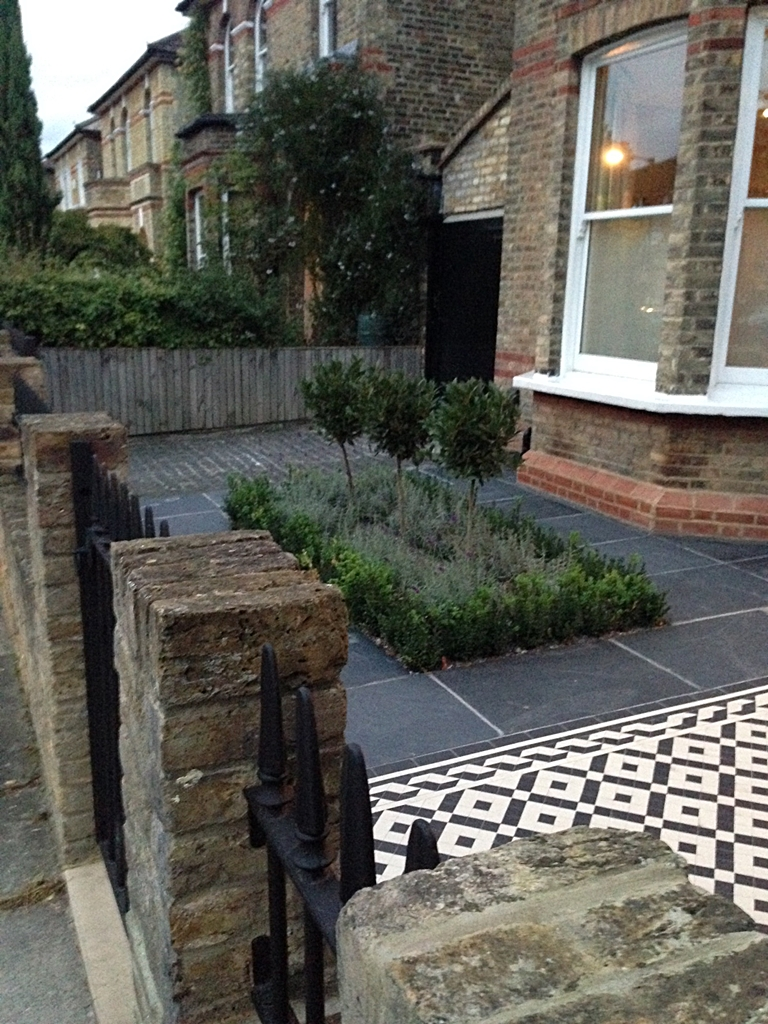 Front garden design london london garden blog for Paved front garden designs