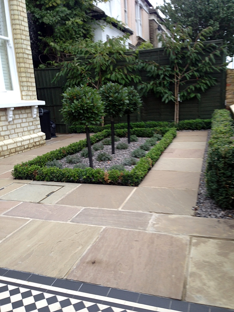 Formal front garden london london garden blog for Front garden designs uk