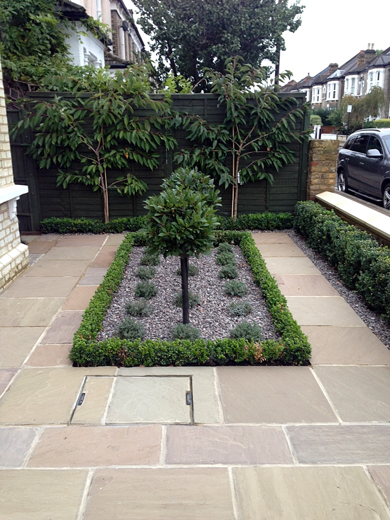 Formal front garden london london garden blog for Small front garden designs uk