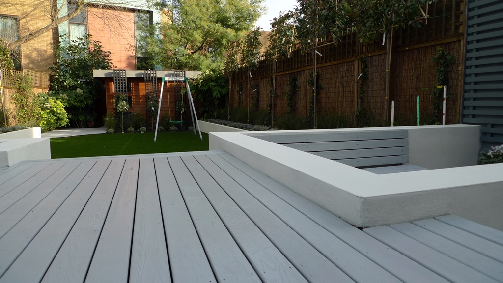 More picture of modern garden design balham wandsworth for Garden decking images uk