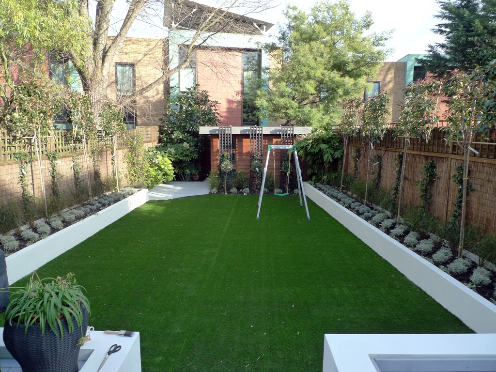 More picture of modern garden design balham wandsworth for Garden decking and grass