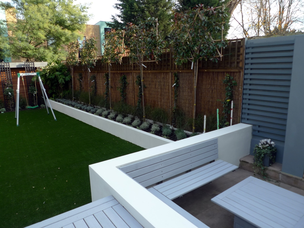 Modern garden design london london garden blog for Garden decking and grass