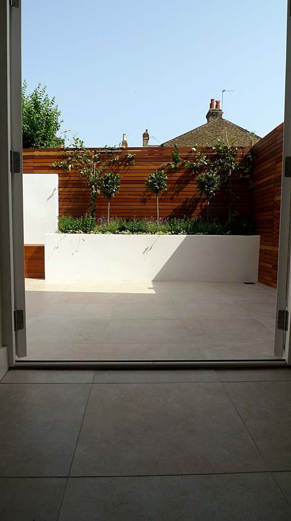 balau hardwood privacy screen slatted fence in minimalist courtyard modern design london