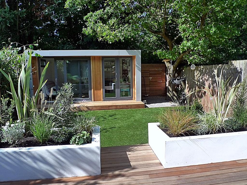 Ten modern garden designs london 2014 london garden blog for Modern house design with garden