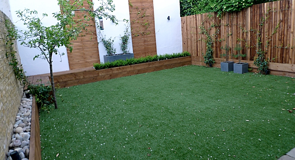 artificial grass rendered walls new fence built in seats garden makeover london low maintenance