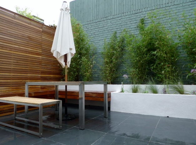 modern garden design london hardwood slate white walls bamboo