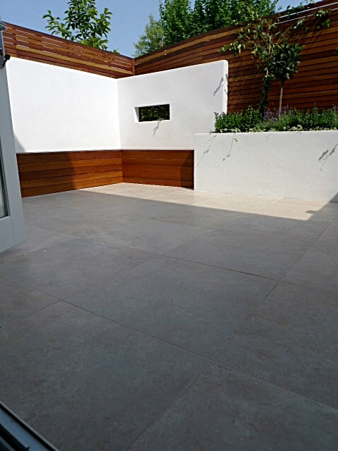 modern white courtyard garden london