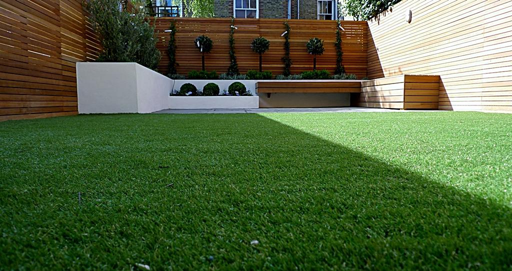 modern garden design courtyard easy lawn grass cedar hardwood privacy screen trellis low maintenance planting sandstone patio paving London (12)