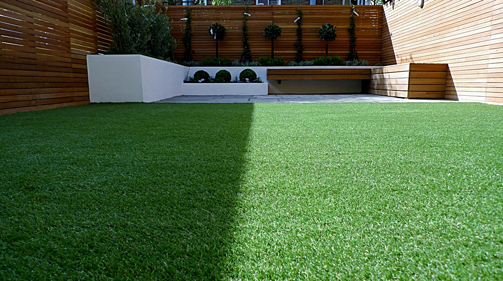 modern garden design courtyard easy lawn grass cedar hardwood privacy screen trellis low maintenance planting sandstone patio paving London (13)