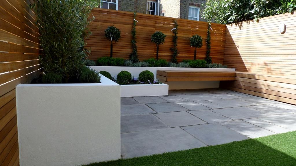 Modern garden design courtyard easy lawn grass cedar for Ideas decorativas para patios