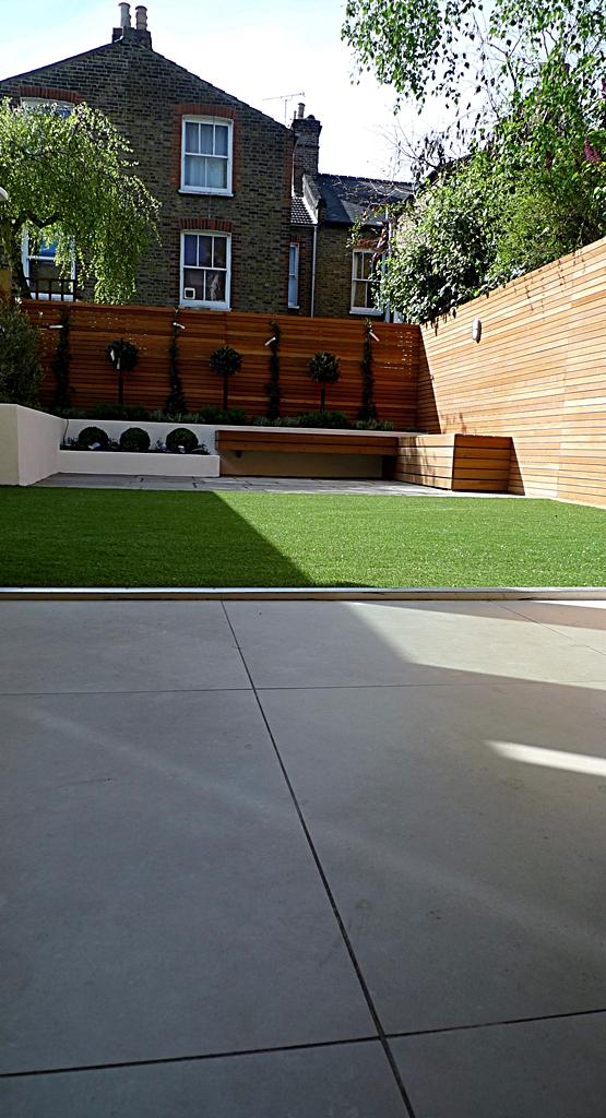 modern garden design courtyard easy lawn grass cedar hardwood privacy screen trellis low maintenance planting sandstone patio paving London (8)