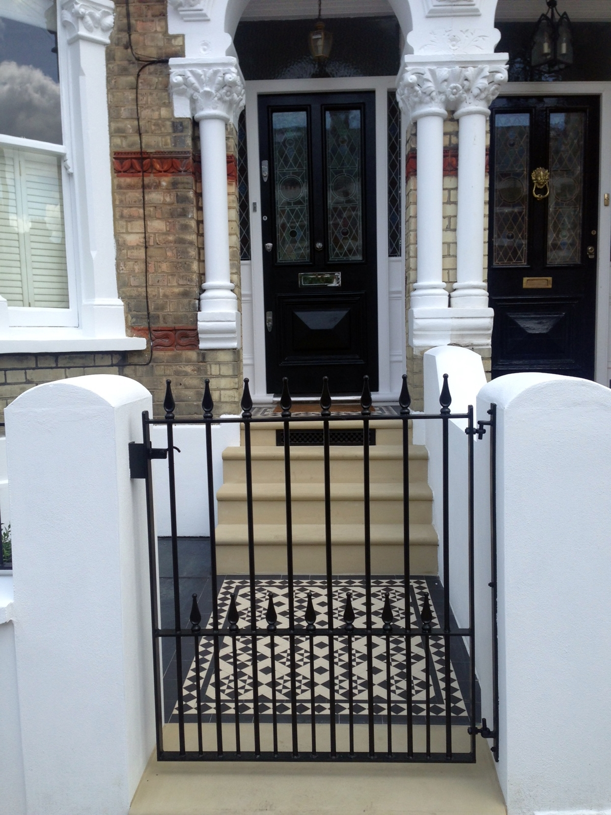 bull nose york stone steps daisy grate victorian mosaic tile path wrought iron rail and gate clapham london rendered painted garden wall (8)