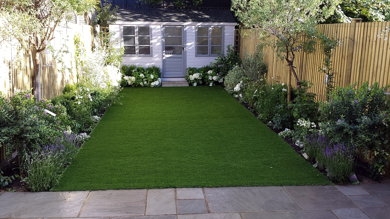 Modern low maintenance london garden design london for Low maintenance plants for small gardens