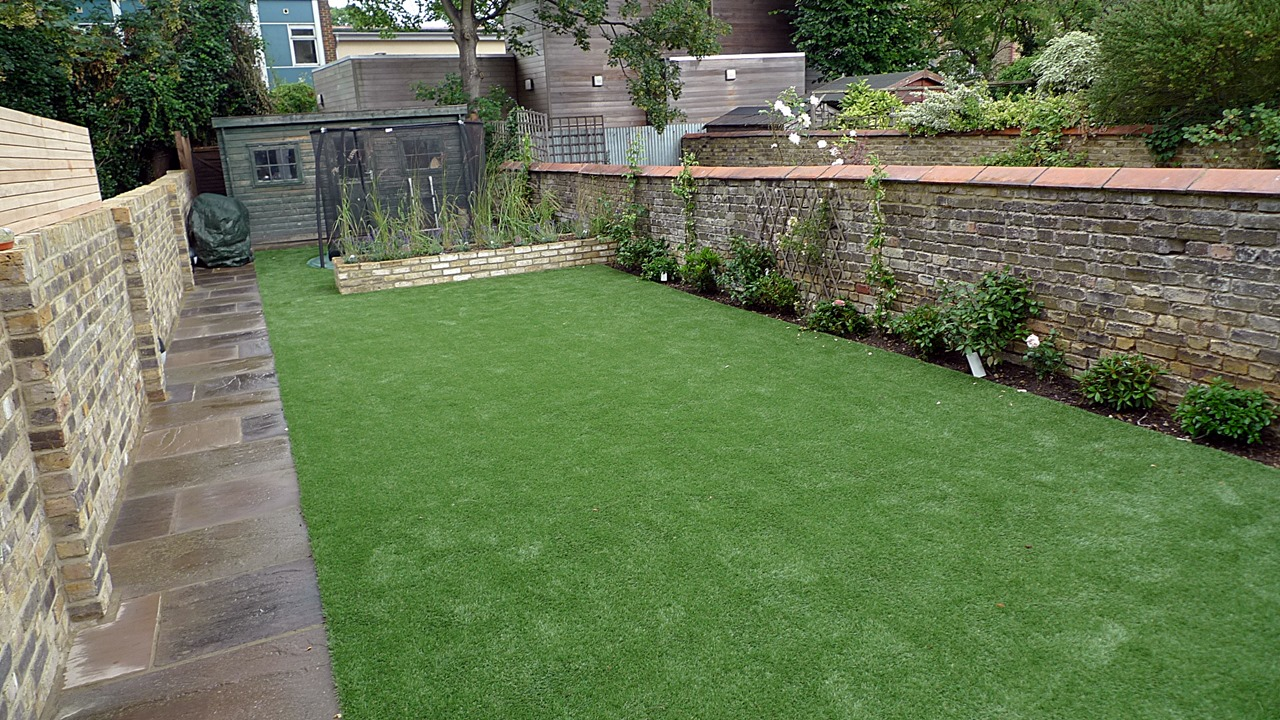 Hardwood Decking Artificial Easy Grass Lawn Sunken Trampoline Balham London (2)