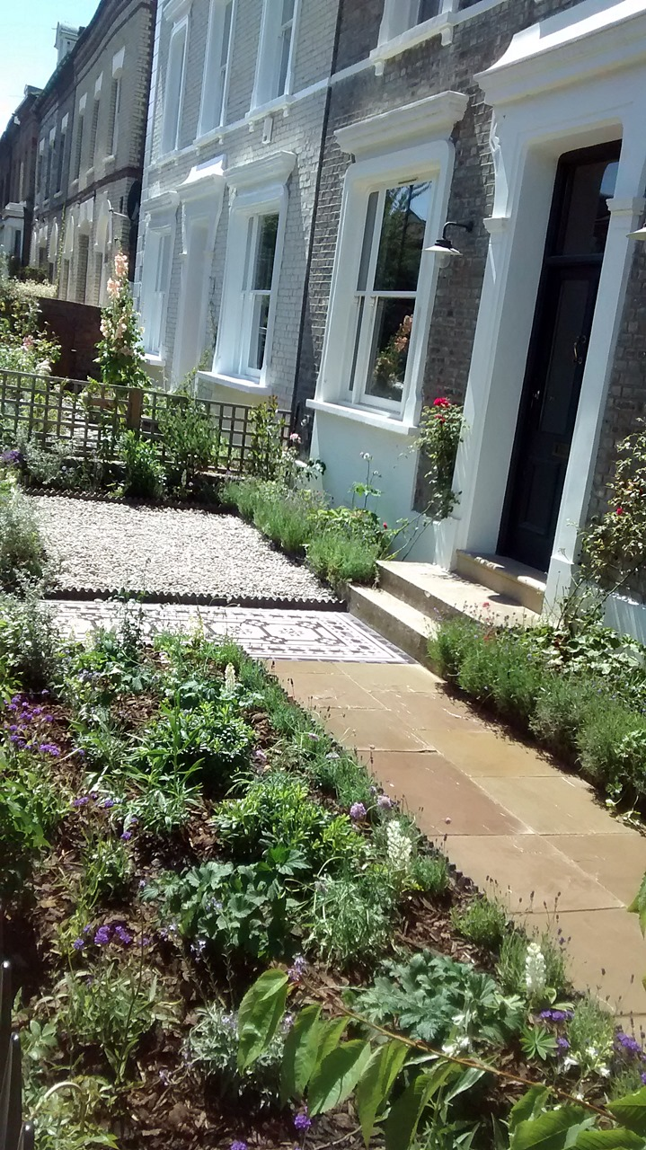 Victorian black white mosaic tile path imperial yellow for Victorian front garden designs