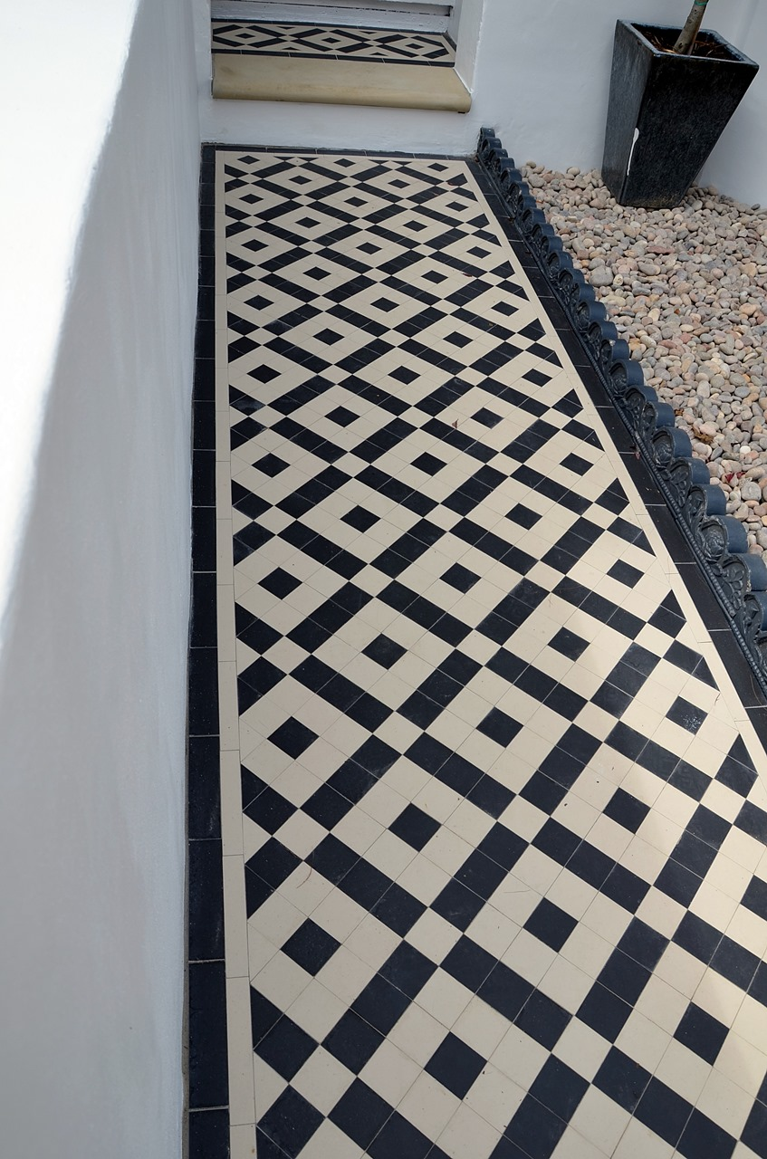 Plastered rendered front garden wall painted white metal wrought iron rail and gate victorian mosaic tile path in black and white scottish pebbles York stone balham london (27)