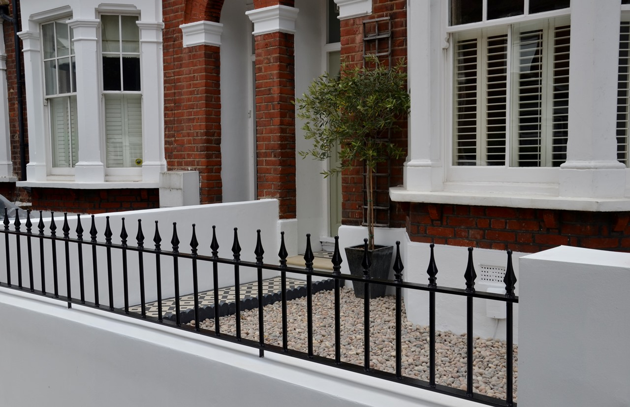 Plastered rendered front garden wall painted white metal wrought iron rail and gate victorian mosaic tile path in black and white scottish pebbles York stone balham london (35)