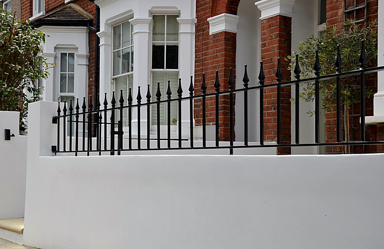Plastered rendered front garden wall painted white metal wrought iron rail and gate victorian mosaic tile path in black and white scottish pebbles York stone balham london (48)