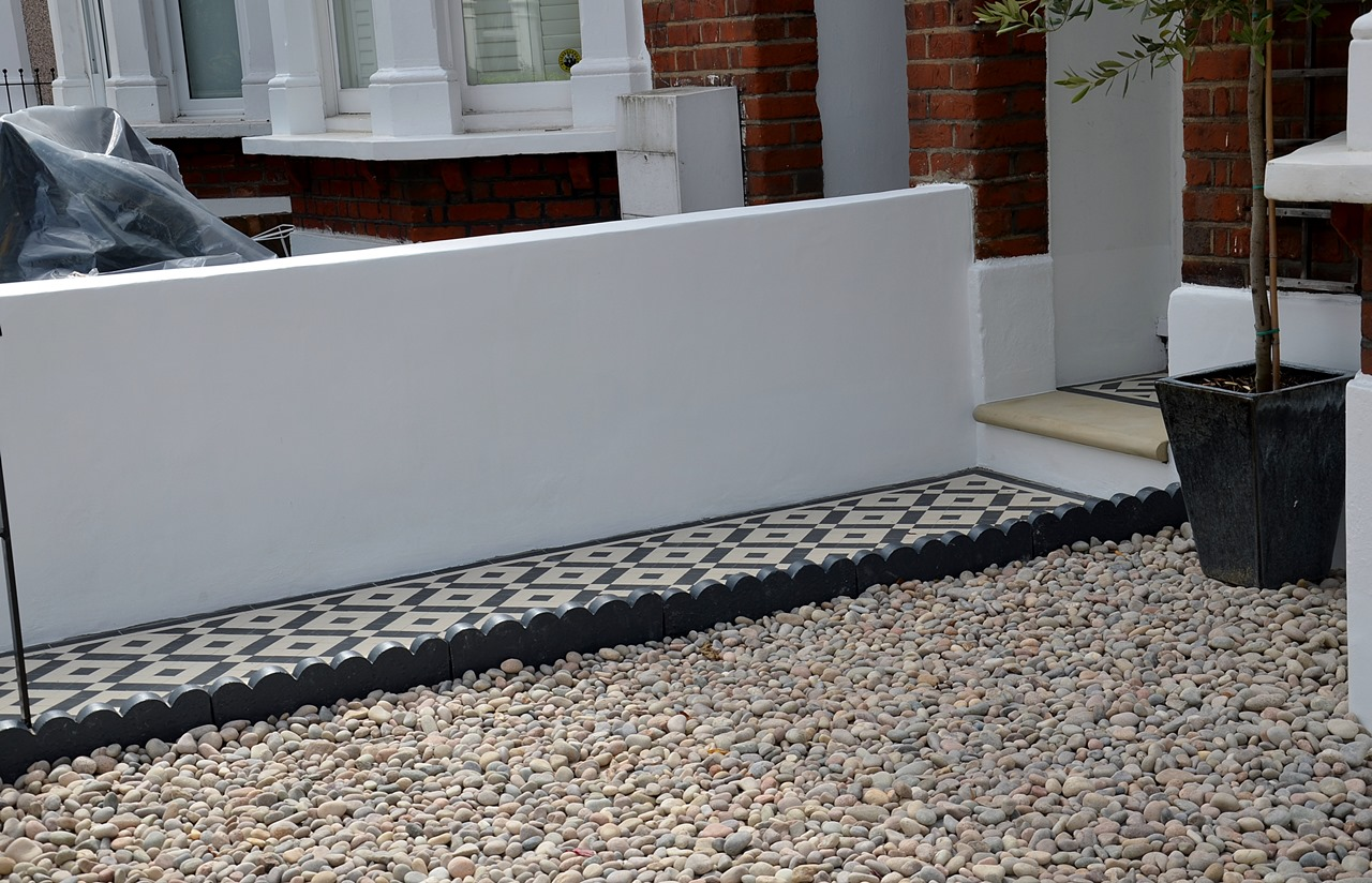 Plastered rendered front garden wall painted white metal wrought iron rail and gate victorian mosaic tile path in black and white scottish pebbles York stone balham london (49)