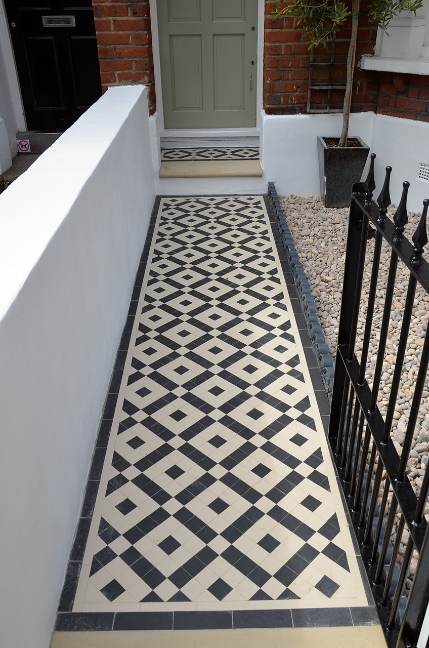 Plastered rendered front garden wall painted white metal wrought iron rail and gate victorian mosaic tile path in black and white scottish pebbles York stone balham london (58)