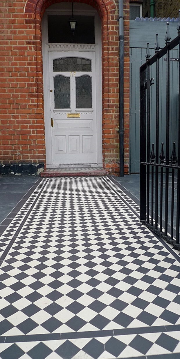 red imperial london brick wall blue black slate paving black and white victorian mosaic tile path metal rail and gate (4)
