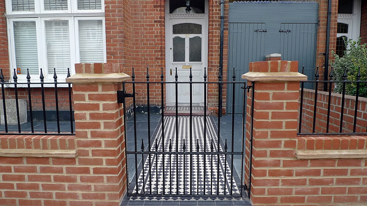 red imperial london brick wall blue black slate paving black and white victorian mosaic tile path metal rail and gate (6)