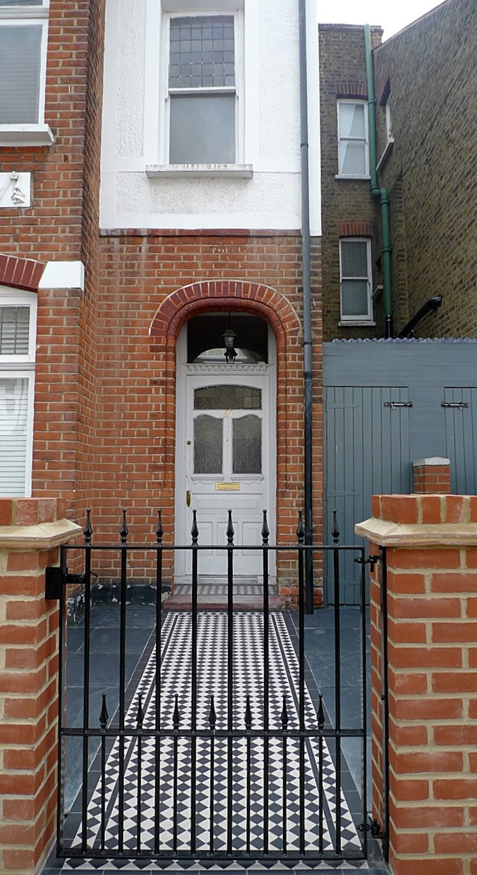 red imperial london brick wall blue black slate paving black and white victorian mosaic tile path metal rail and gate (7)